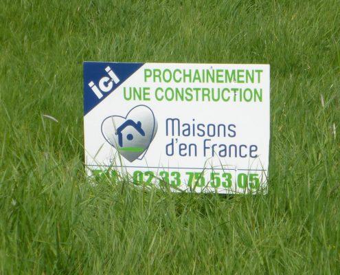 Panneau ici prochainement construction maisons d'en france normandie